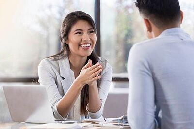 Nutritionist meets with client